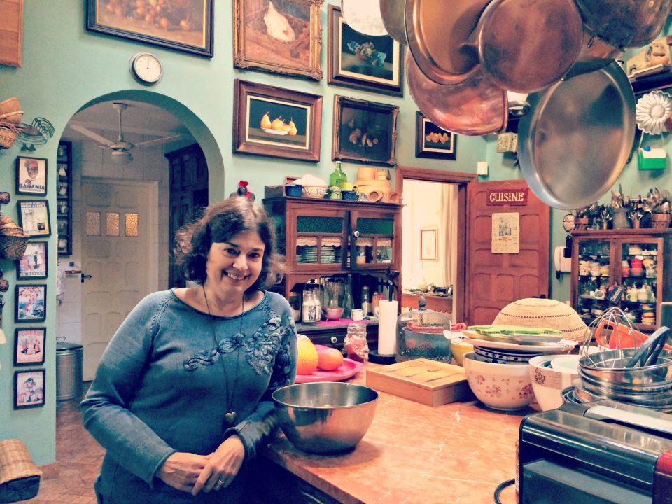 Heloisa Bacellar em sua cozinha