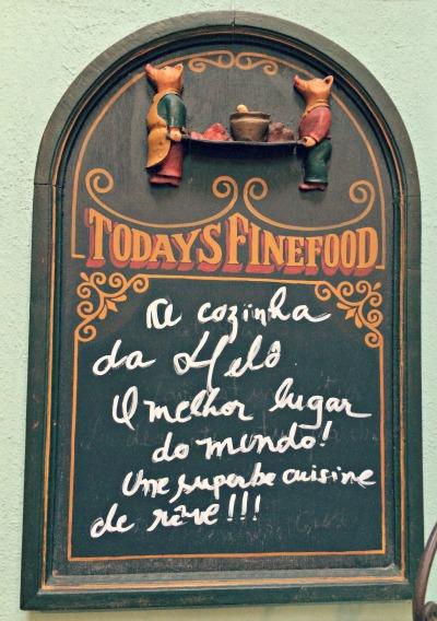 Placa na cozinha de Heloisa Bacellar