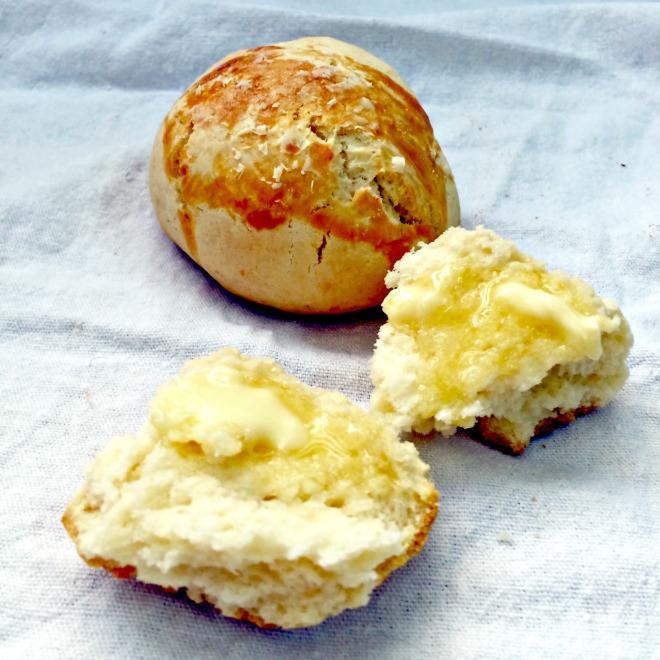 Pão de minuto com manteiga
