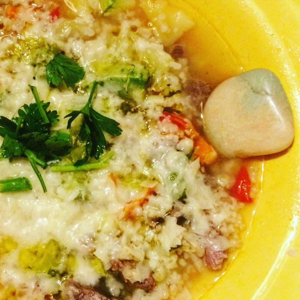 A sopa de carne com legumes e a pedra (foto: O Caderno de Receitas)