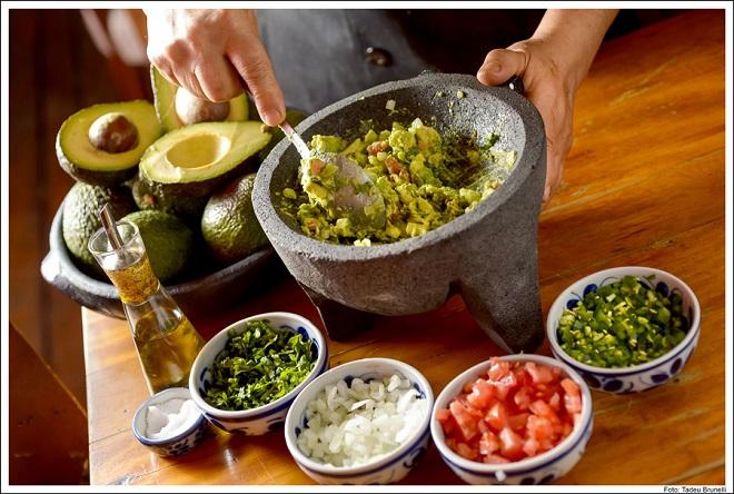 preparo de guacamole no Obá (foto: Tadeu Brunelli)
