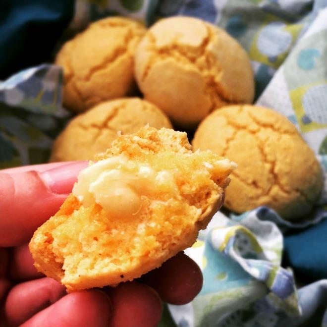 Pãezinhos de milho para comer com manteiga