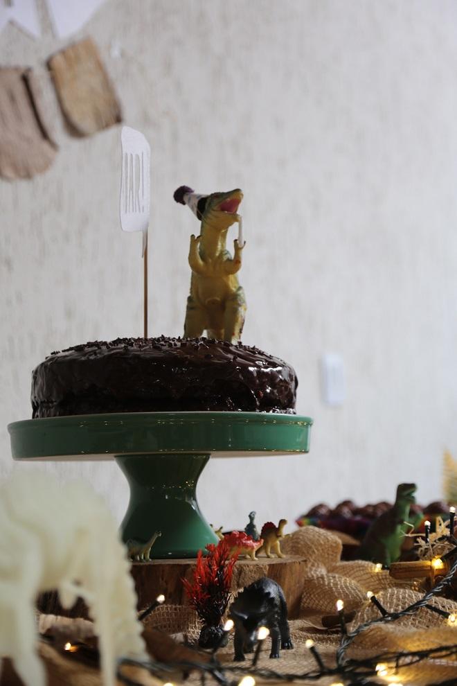 O bolo e os dinos na festa do meu filho (foto: Enfeite Festas Infantis)