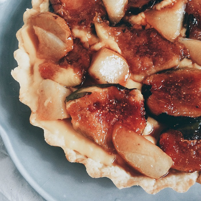 Torta de figos e peras caramelizados - O Caderno de Receitas