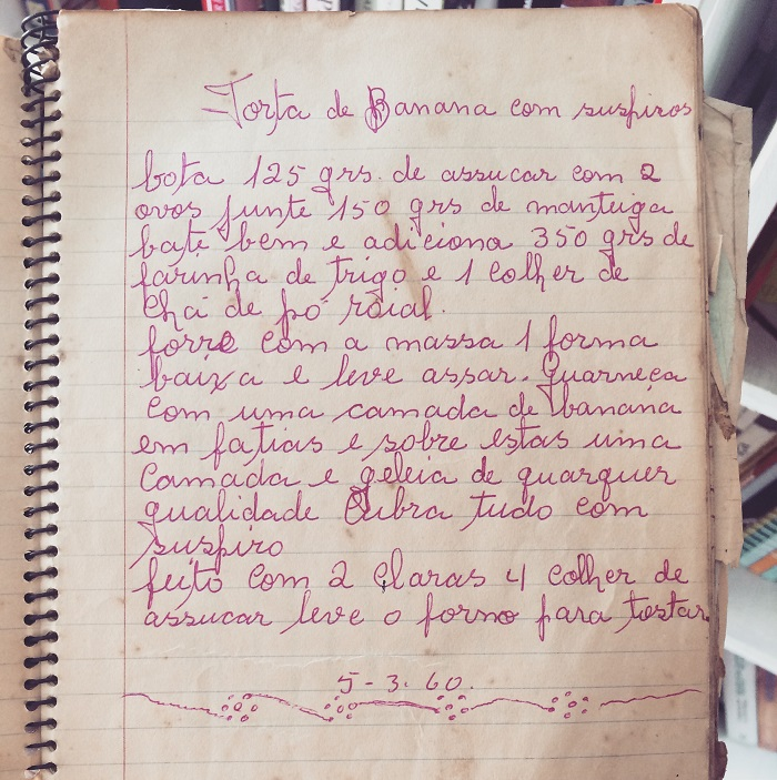 Receita de torta de banana com suspiro em caderno de Cidinha Ferraz Fladt (Foto: O Caderno de Receitas)