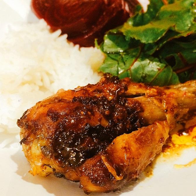 Frango ao tandoori com beterraba cozida e arroz